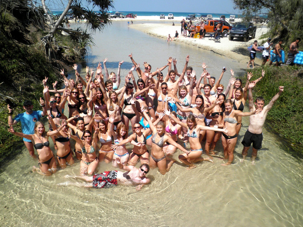 58b324dd4b__Lexis photo of students on Fraser Island.jpg