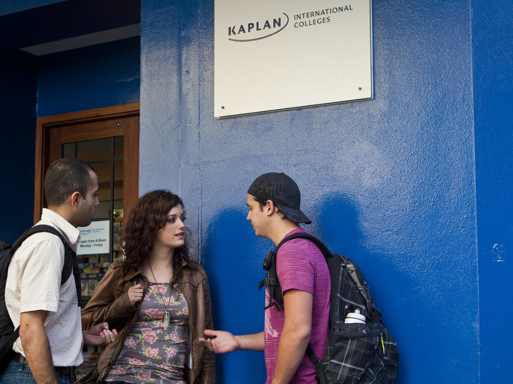 58b2e06a33__1. Kaplan photo of students at Syd entrance campus.jpg
